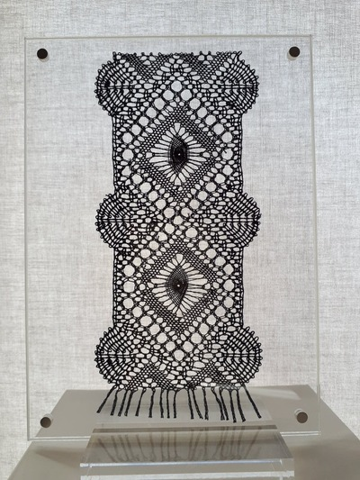 Plexi lace frame with base - 20 x 20 cm